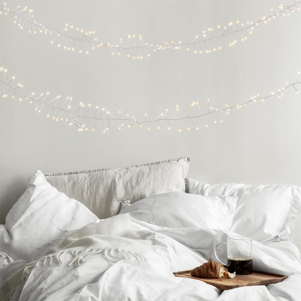 ljusslinga i mysigt sovrum