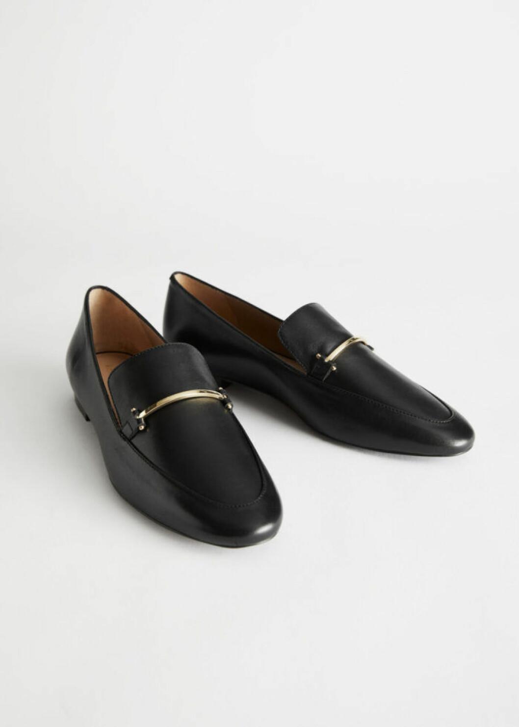 Svarta loafers från & Other Stories