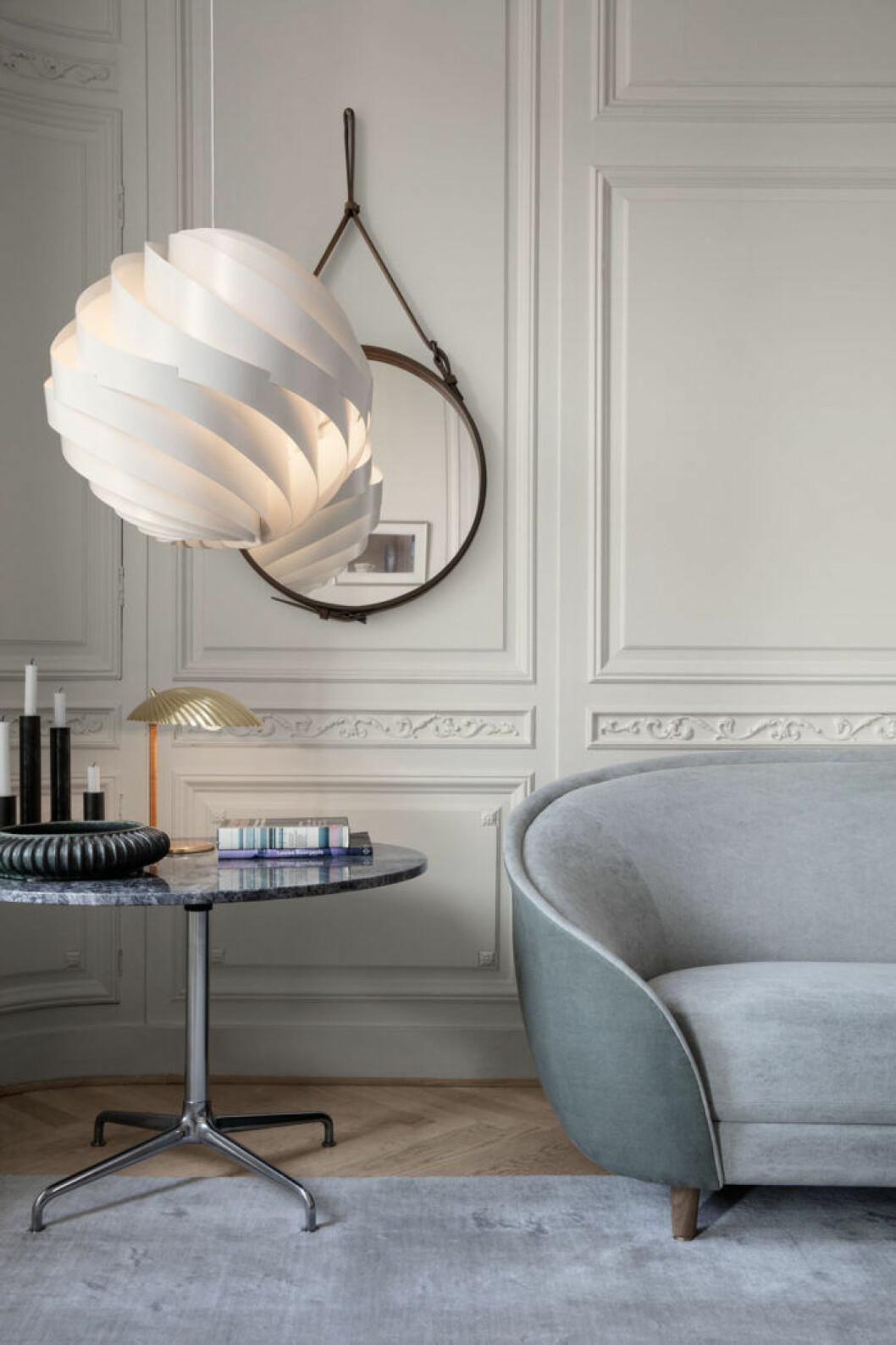 Lampor med snäckformer är en trend att kika efter även second hand.