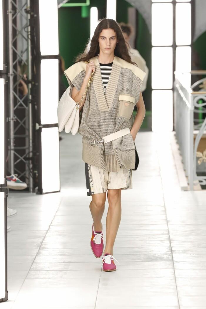 Louis Vuitton ss 21 beige look med tröja och shorts