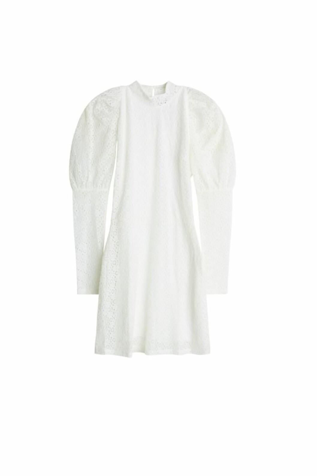 Maja Nilsson Lindelöf släpper kollektion med Gina tricot –vit klänning med puffärm