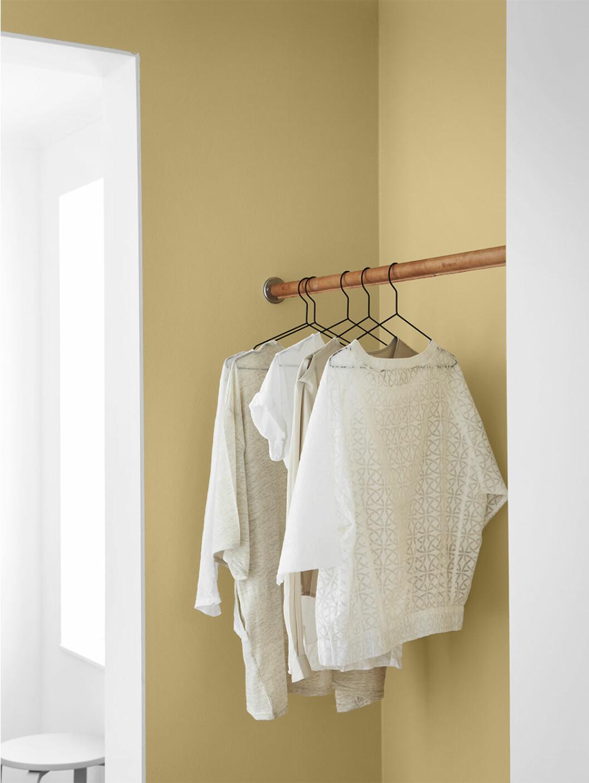 Måla väggarna i gult för att pigga upp i hemmets mörka hörn