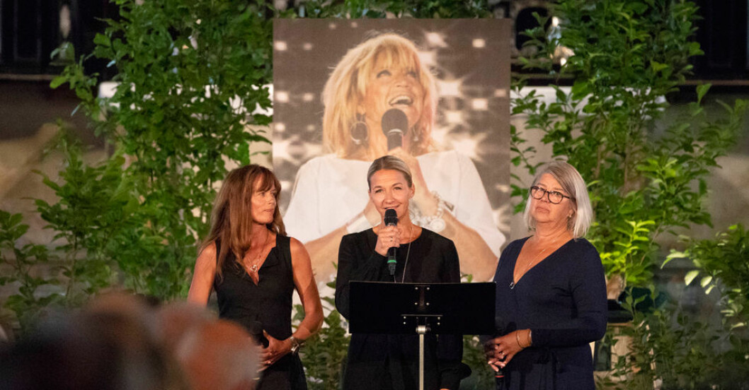Malin,-Kristin-och-Monica på minnesstunden för Lillbabs i Storkyrkan