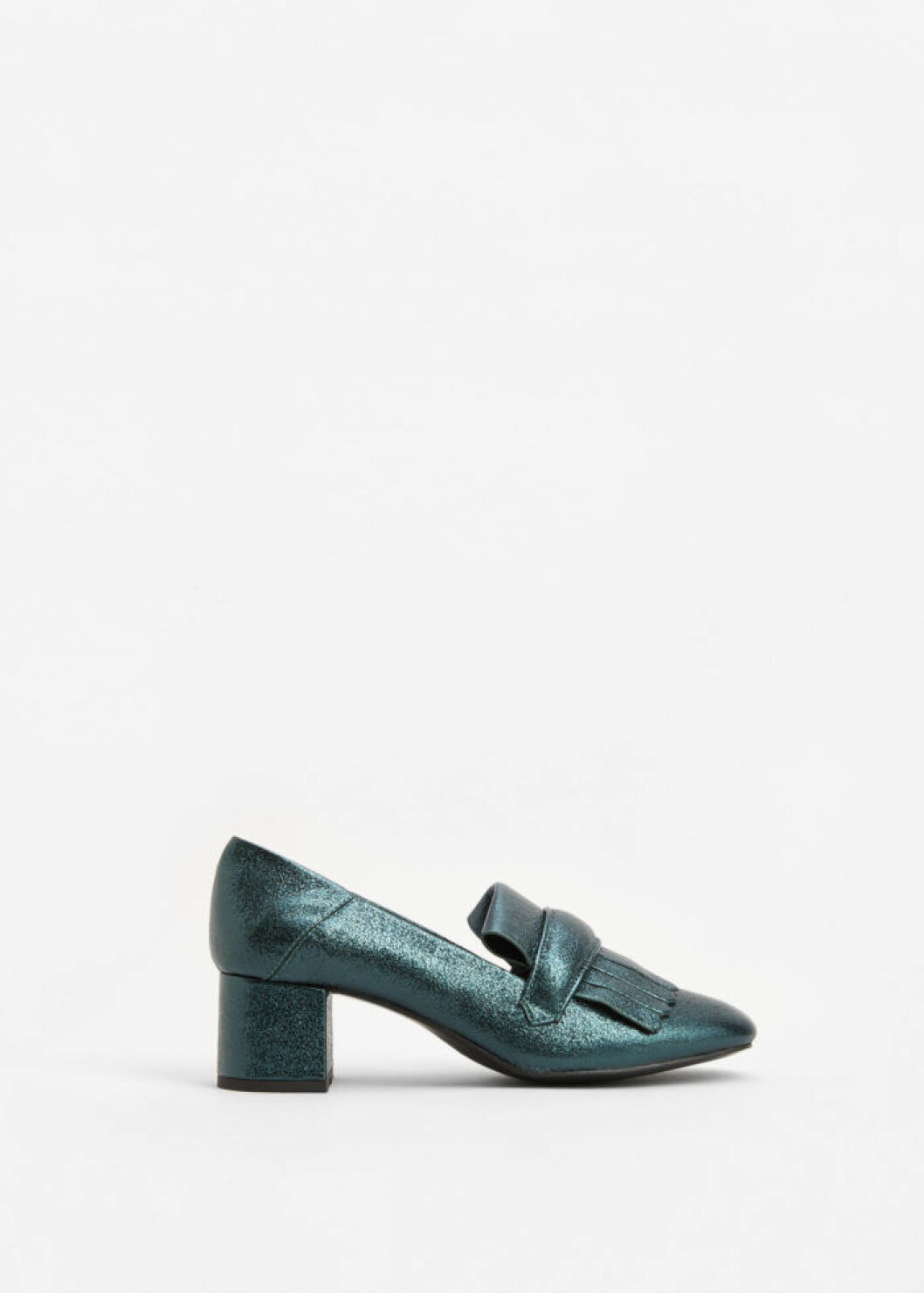 Metallic loafers med klack, 699 kr, Mango.