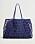 Oversizad mörkblå väska med hål i och innerväska. Väska från Mango.
