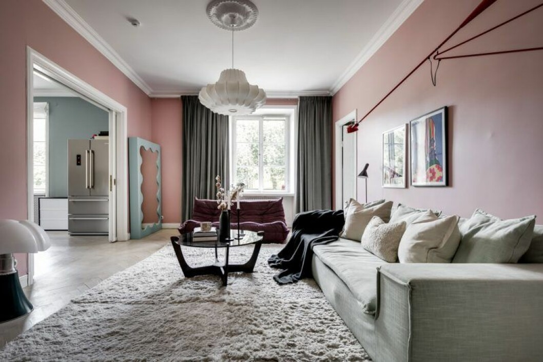 Vardagsrummet i Margaux lägenhet