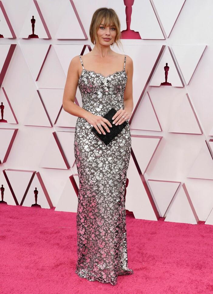 Margot Robbie på röda mattan på Oscarsgalan 2021