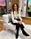 Maria Forsblom i silkesblus i off-white. Till blusen har hon svarta byxor och svarta stövletter.