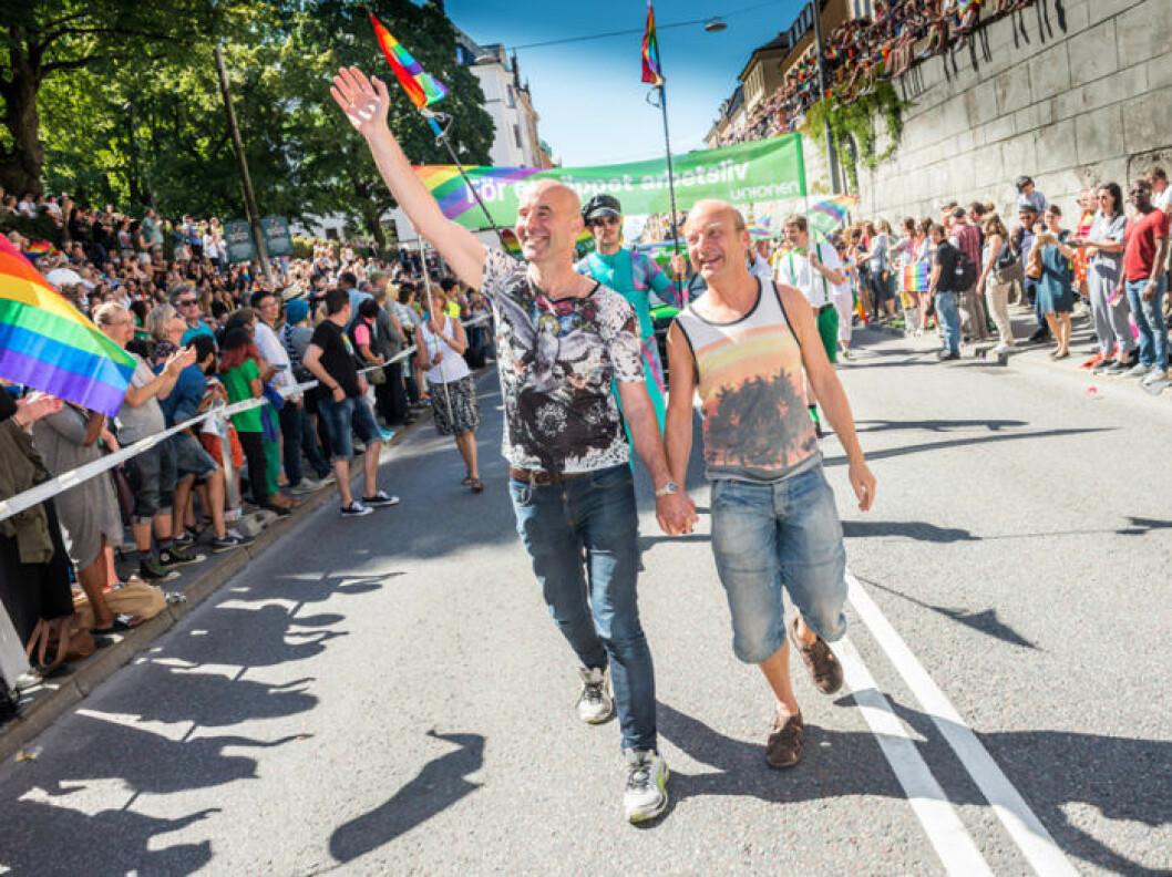 Mark Levengood och Jonas Gardell i pridetåget i Stockholm 2015.