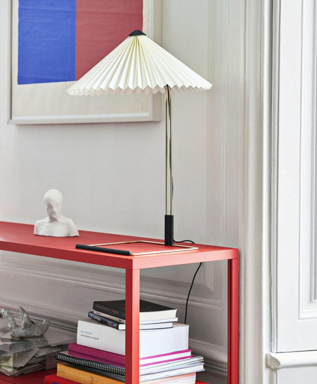Bordslampan Matin med vit skärm