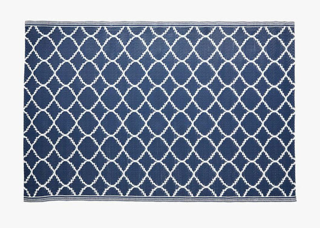 Blå, mönstrad utomhusmatta från Hemtex