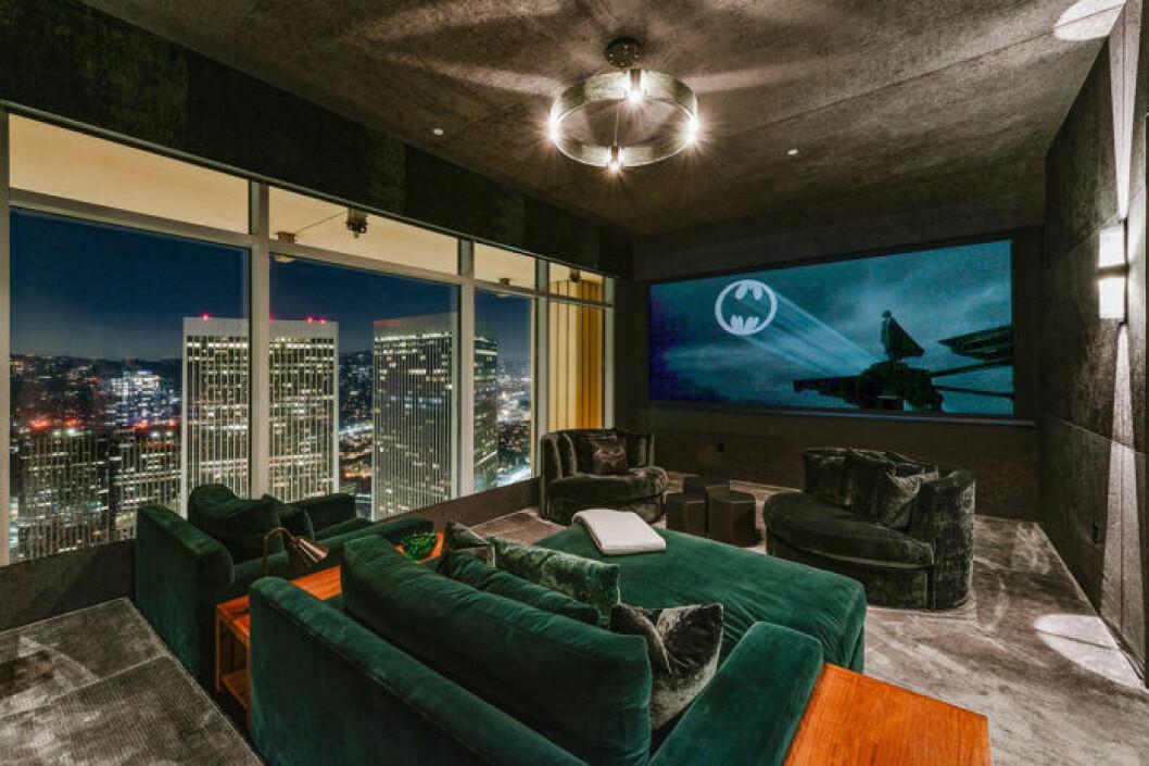 Matthew Perrys lägenhet har en egen batcave