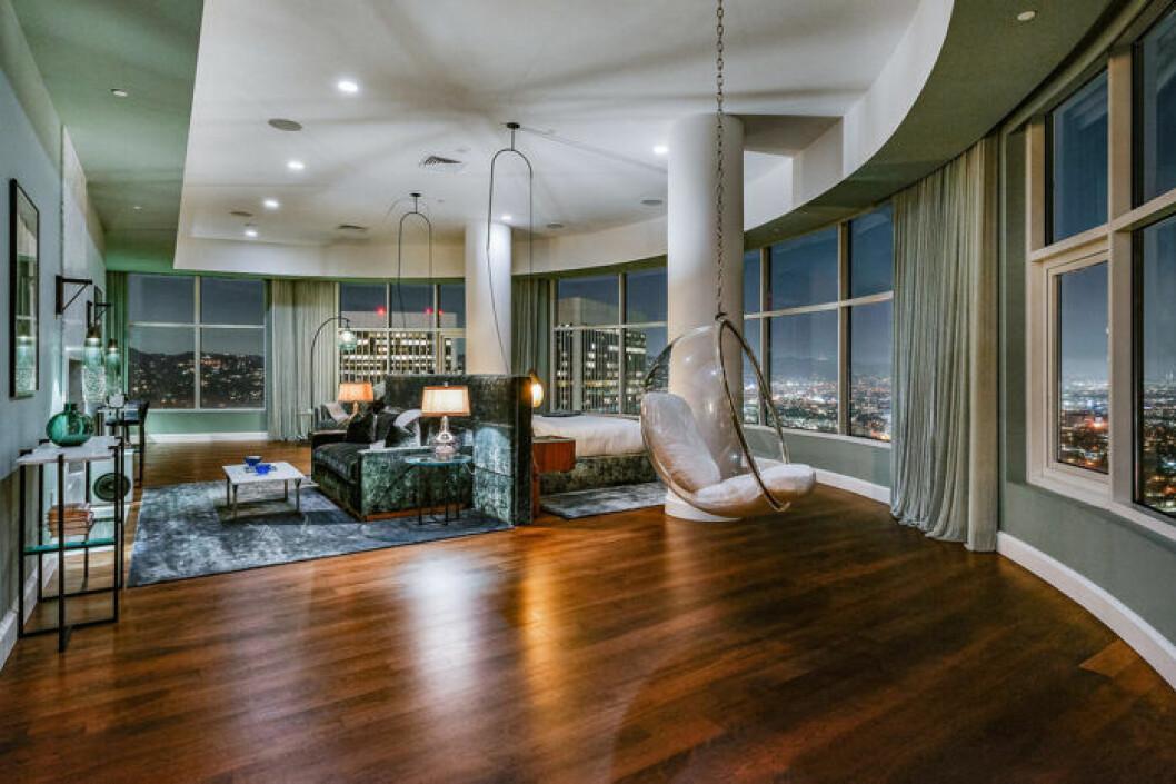 Lyxigt vardagsrum hemma hos Matthew Perry Los Angeles
