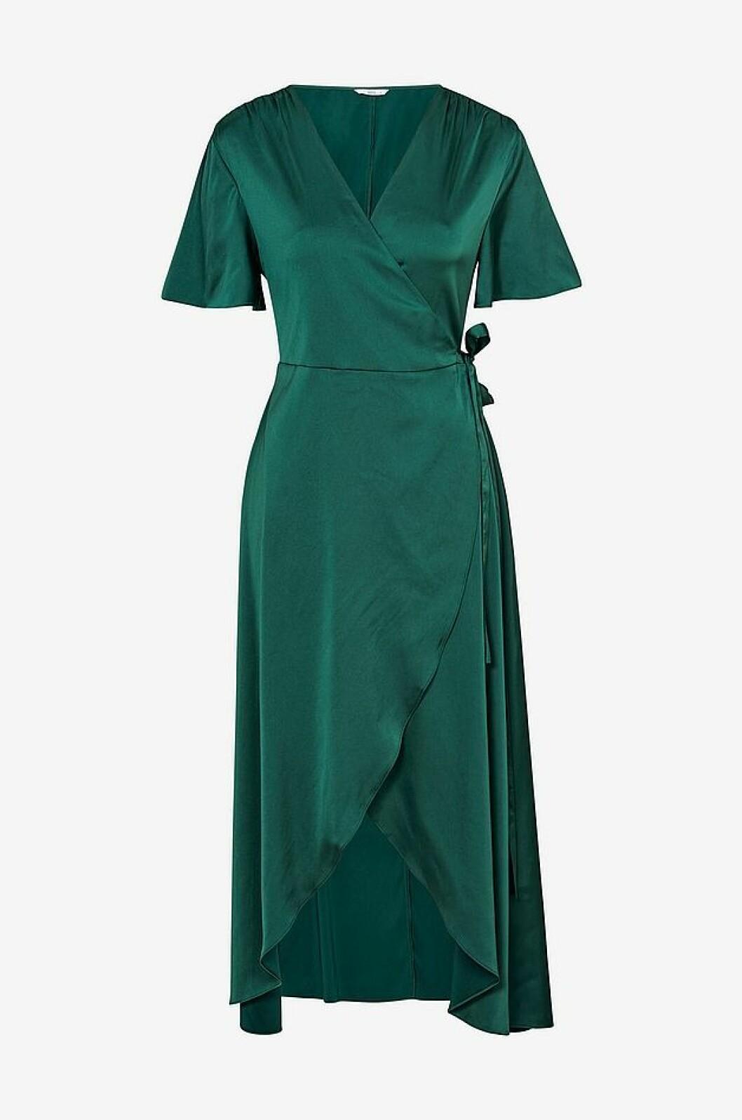 Grön maxiklänning i satin från Ellos