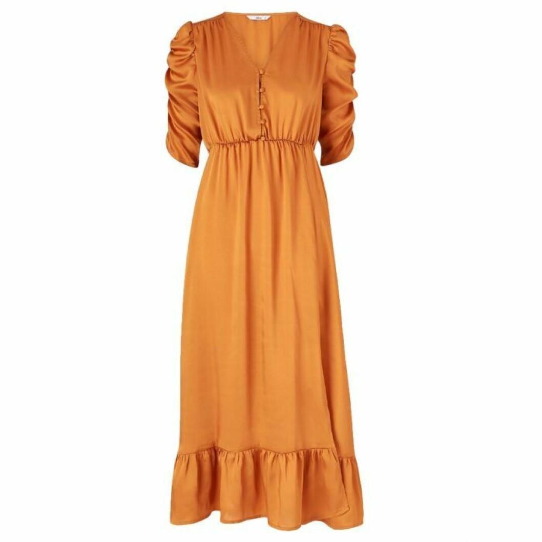 Guldfärgad maxiklänning från Ellos