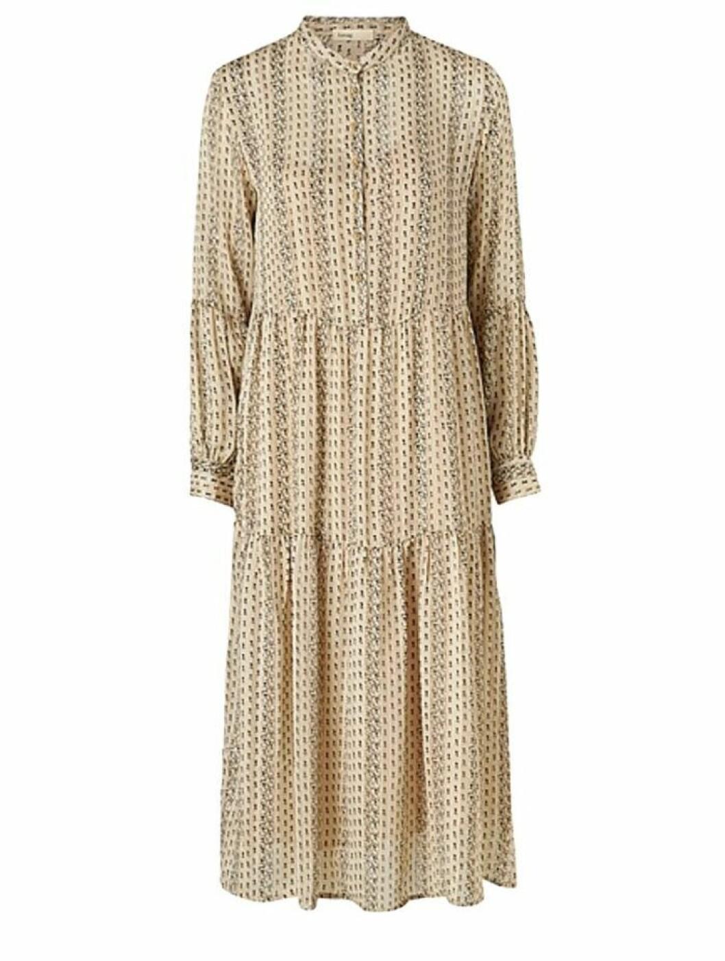 Ljusbeige klänning från Levete Room