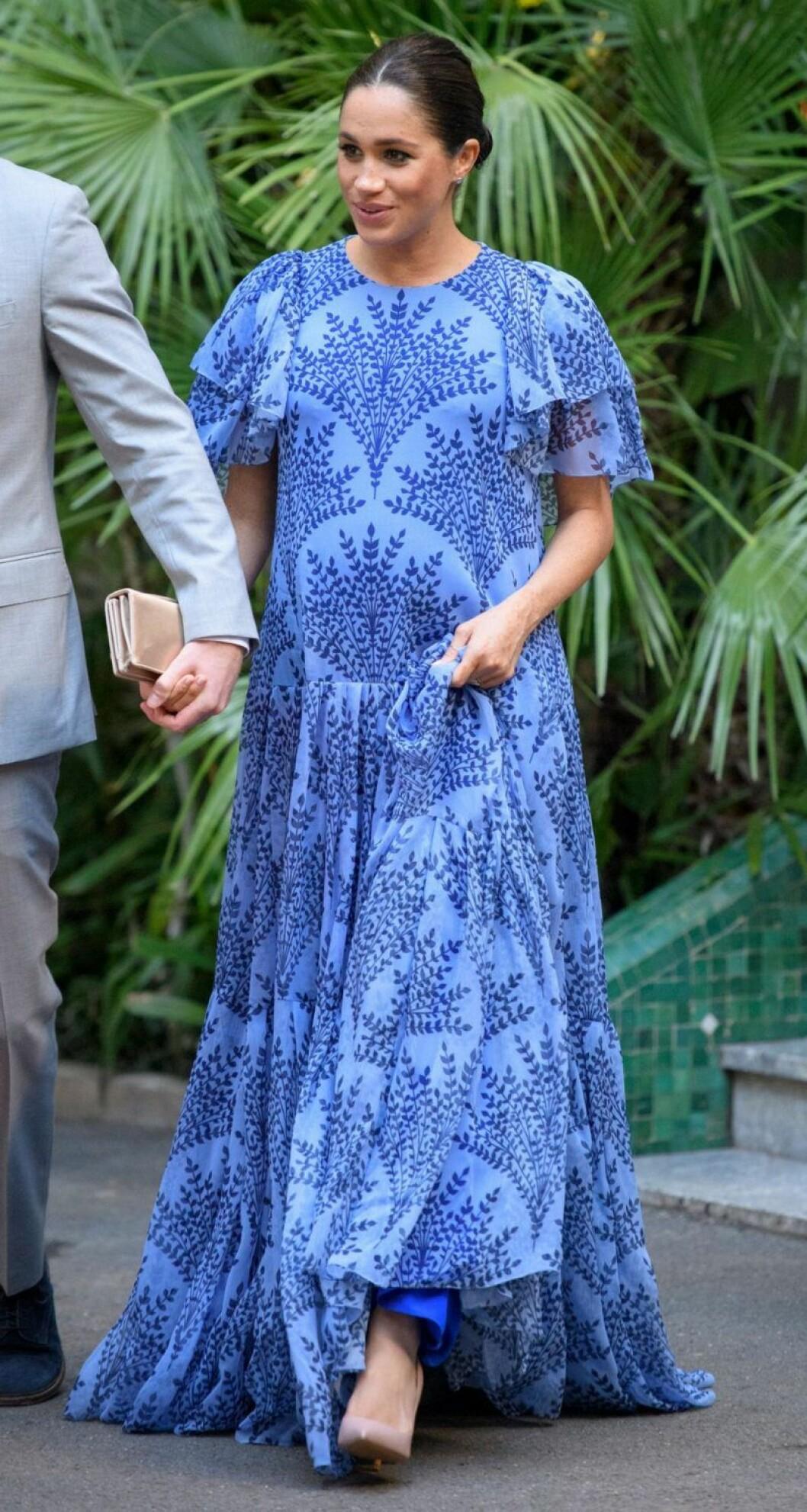 Meghan Markle i en blå långklänning