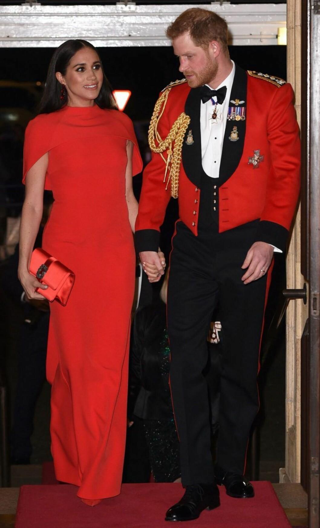 Meghan och Harry i matchande rött