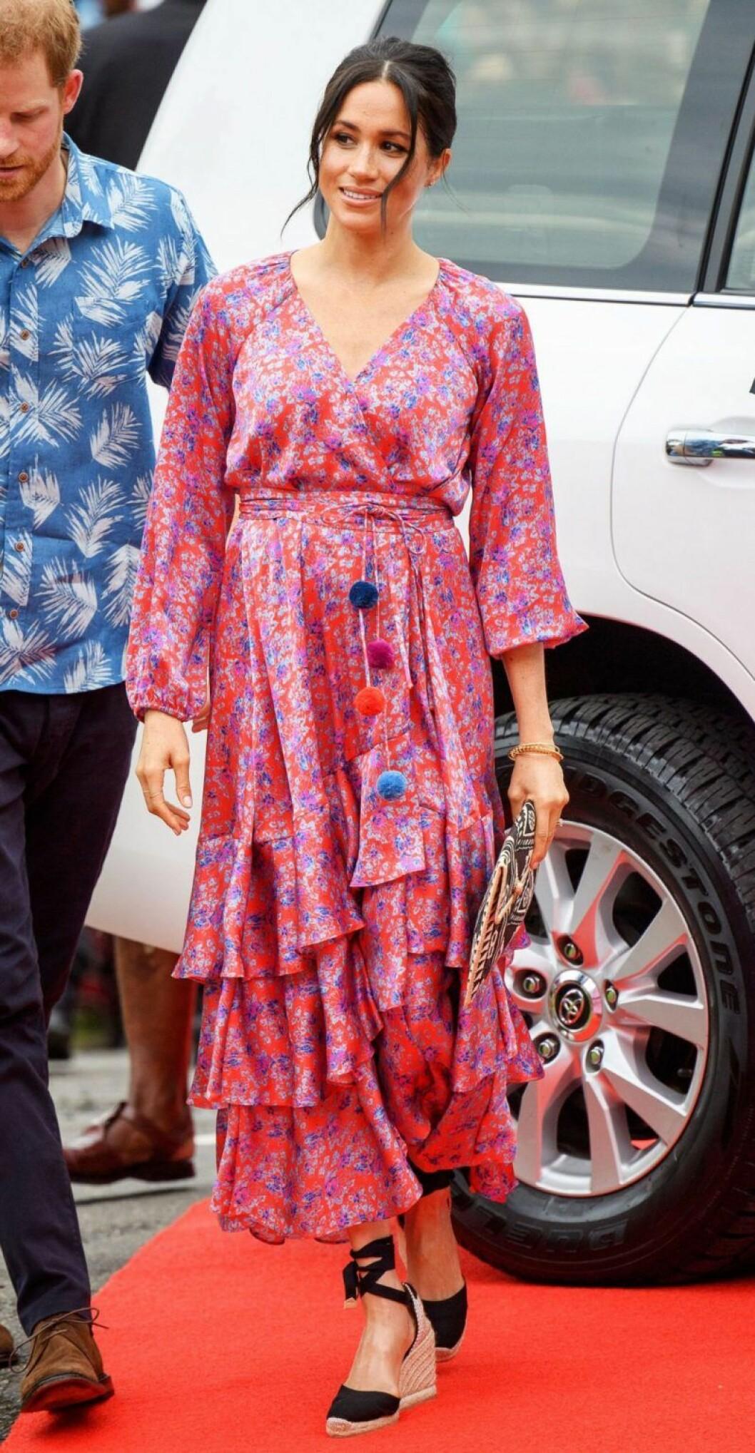 Meghan Markle i blommönstrad klänning