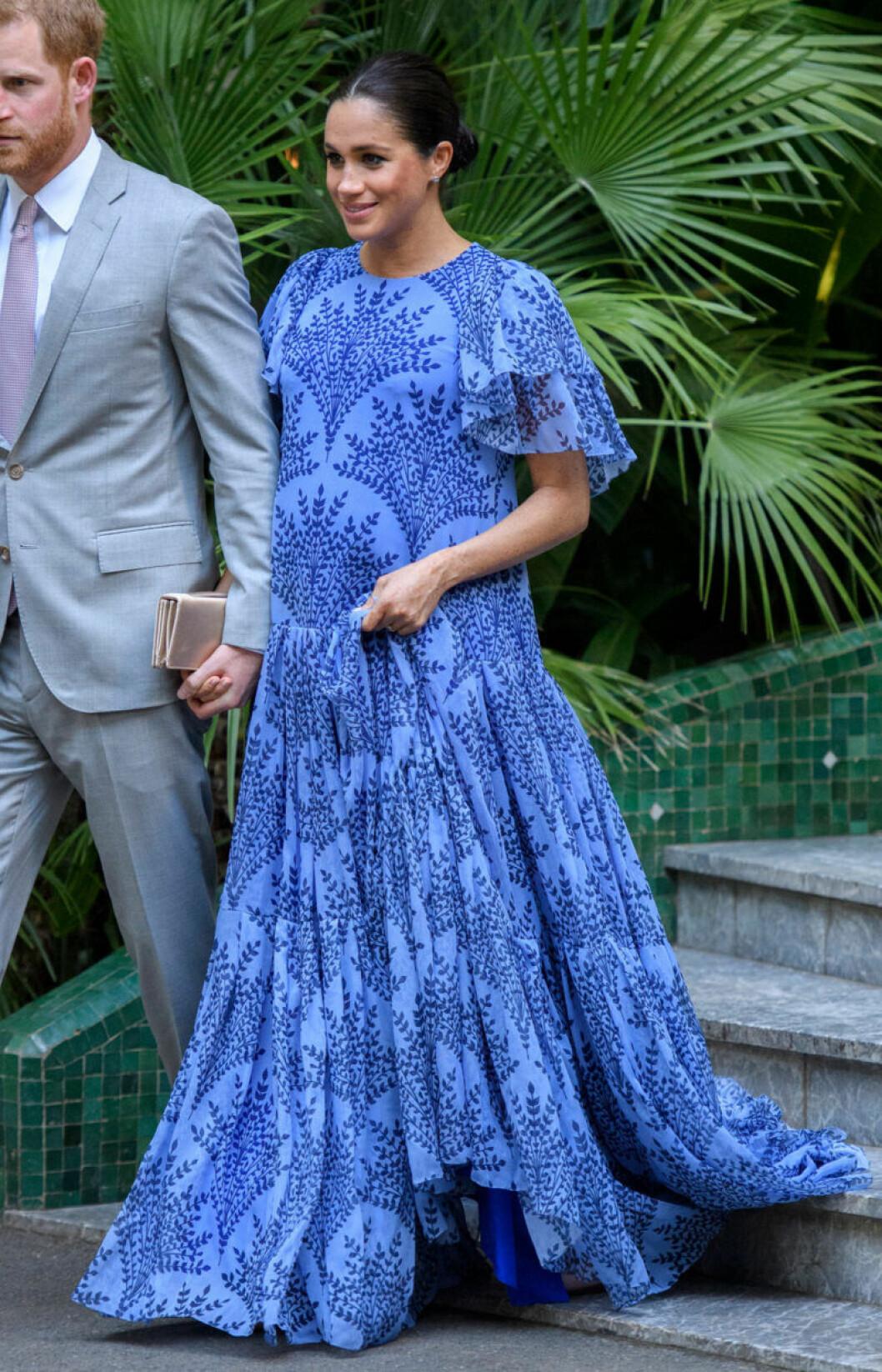 Meghan Markle i blå långklänning