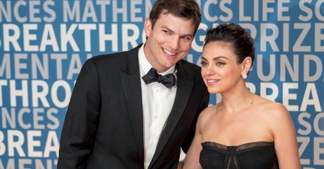 Ashton Kutcher och Mila Kunis på röda mattan