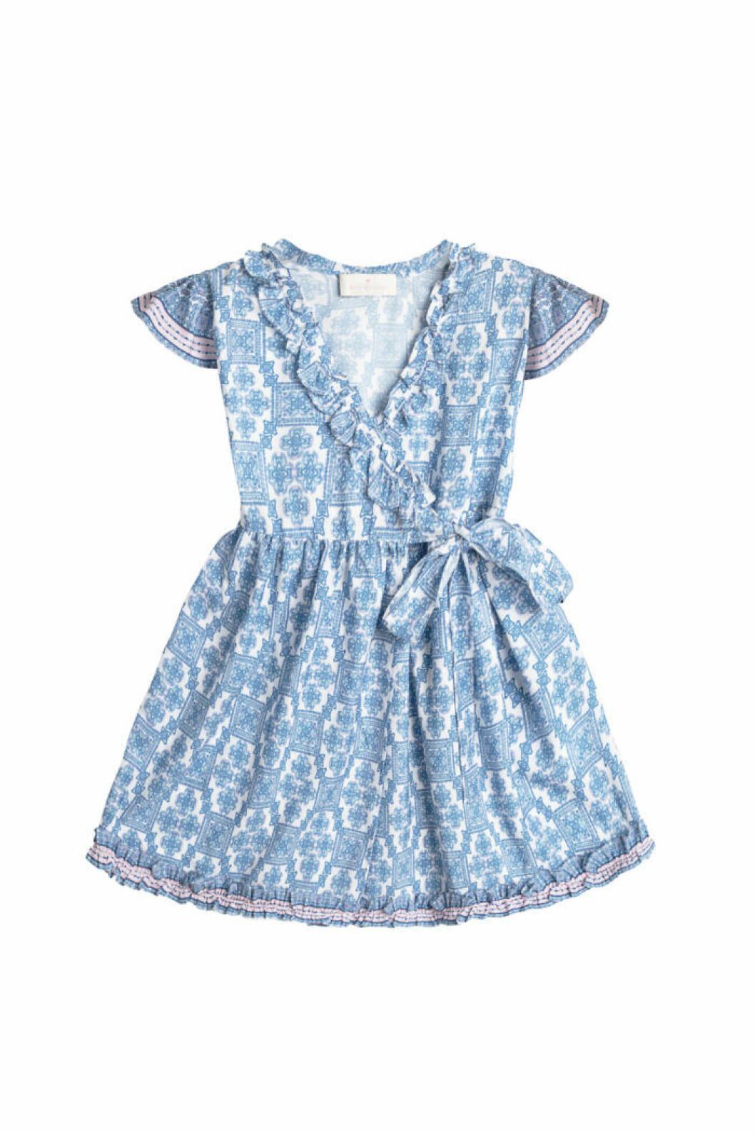 Mönstrad barnklänning med knytband i midjan