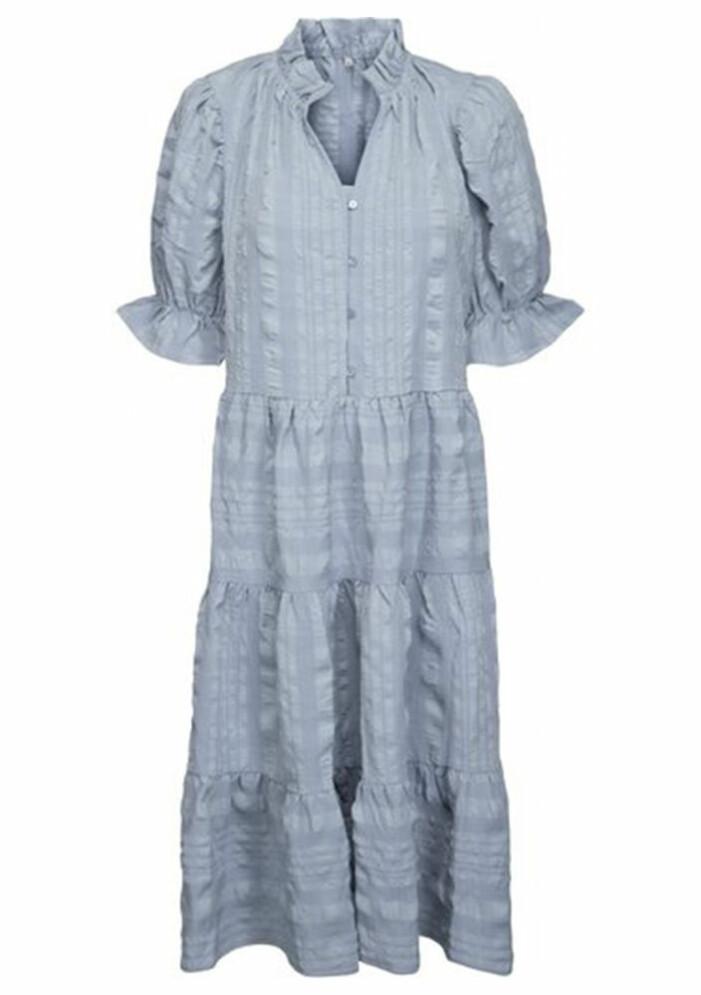 ljusblå klänning med puffärm