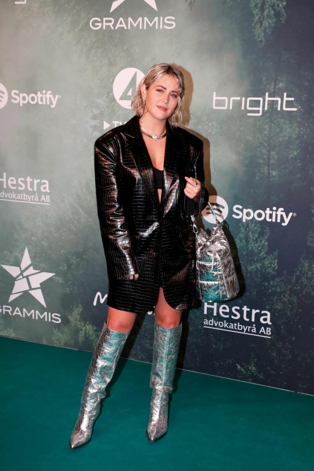 Molly Sandén på röda mattan på Grammisgalan 2020