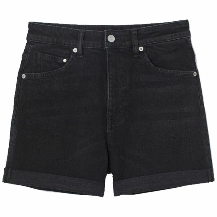 svarta jeansshorts