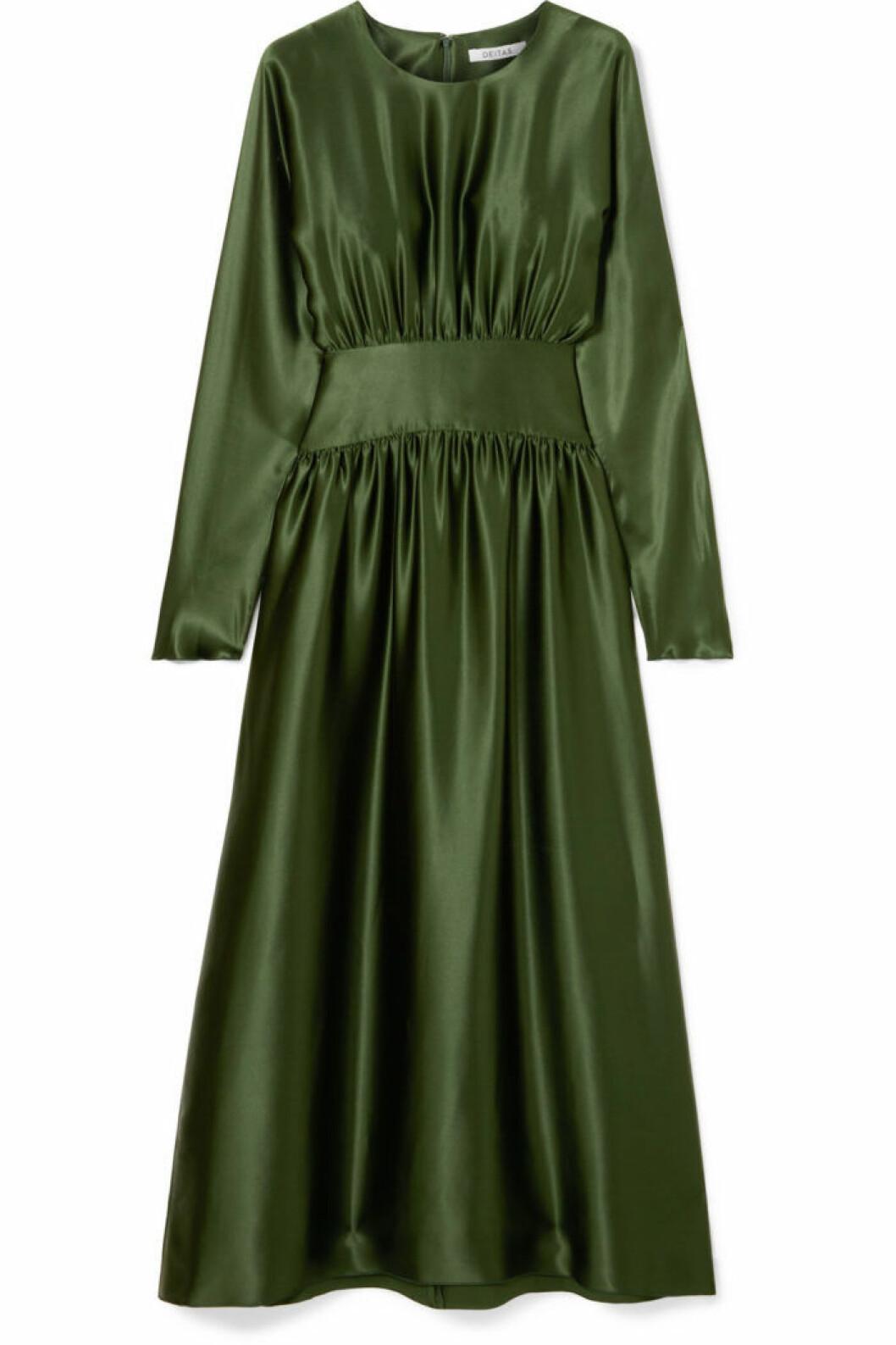 Långärmad mörkgrön klänning från Deitas.