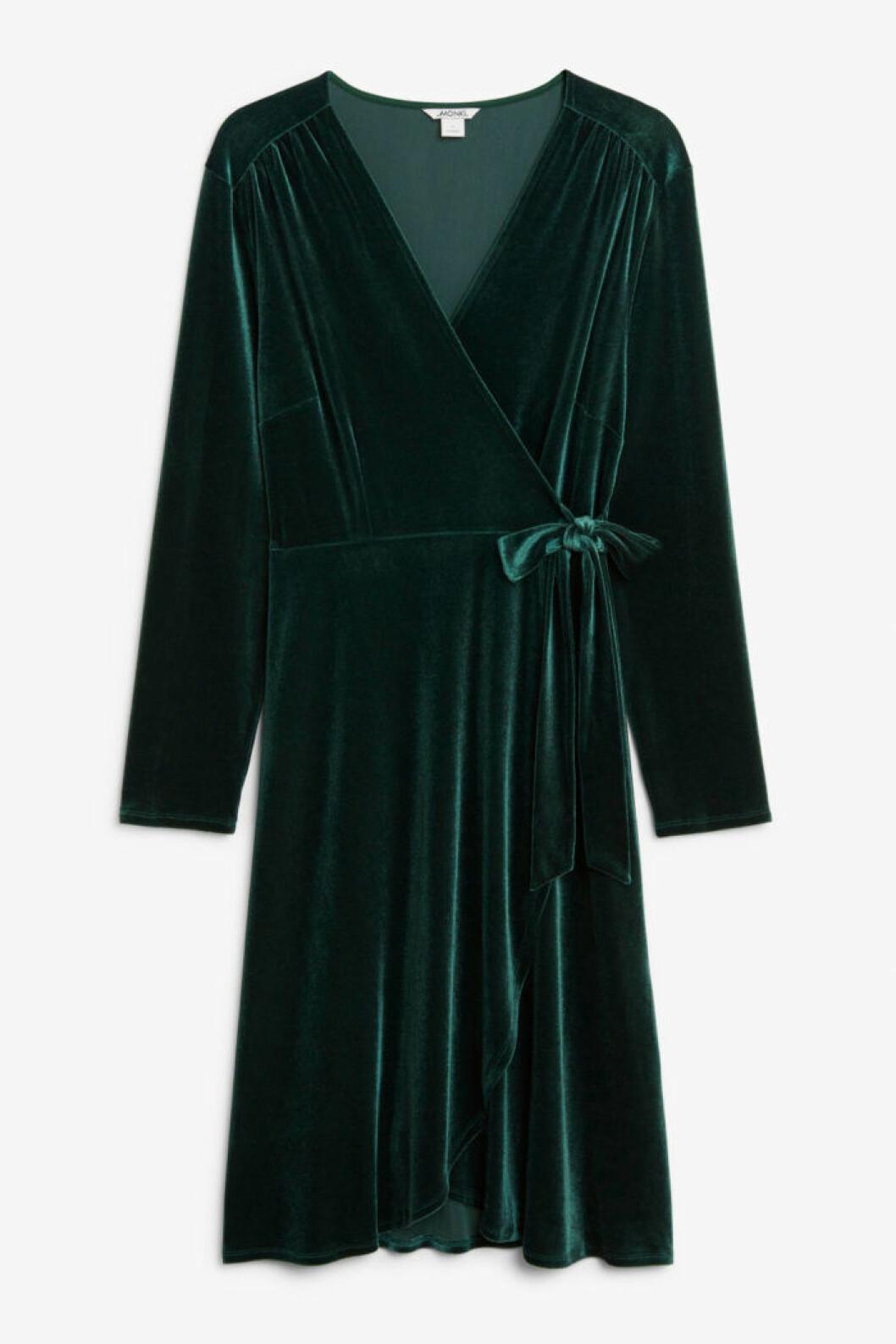 Mörkgrön sammetsklänning från Monki