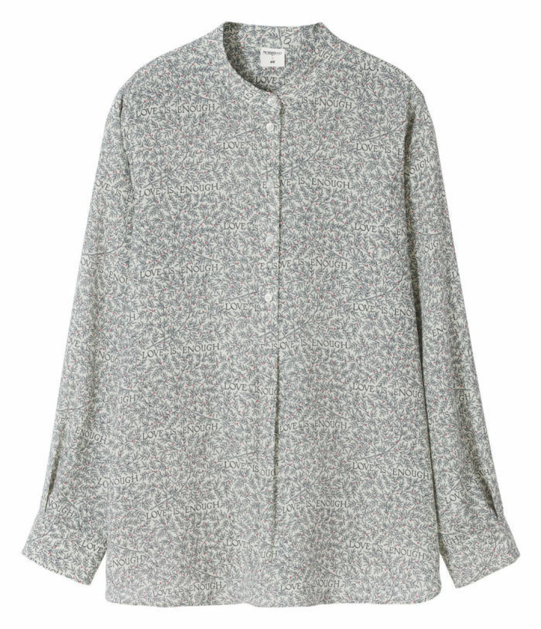 Skjorta med farfarskrage Love is enough William Morris H&M