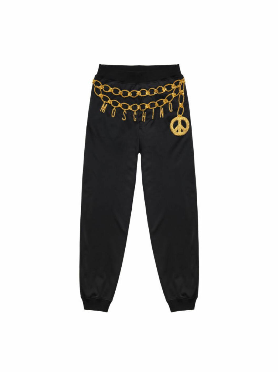 Svarta mjukisbyxor med broderad guldkedjedetalj och Moschinologo ur Moschino [tv] H&M
