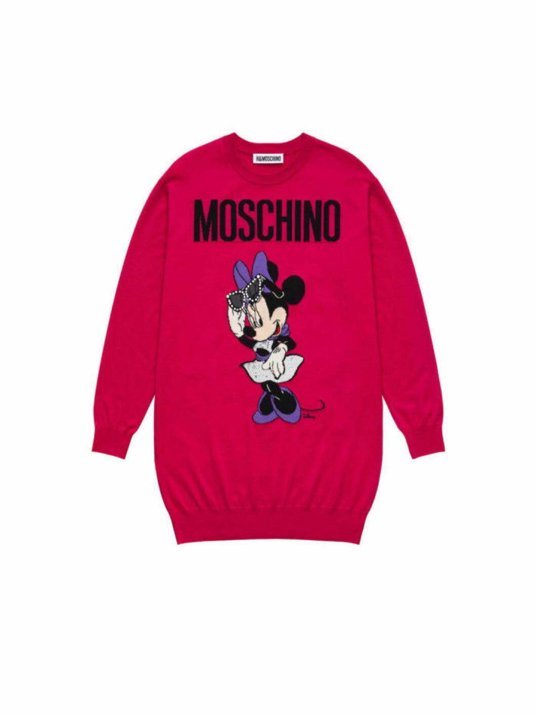 Mimmi Pigg på en röd sweatshirt Moschino [tv] H&M