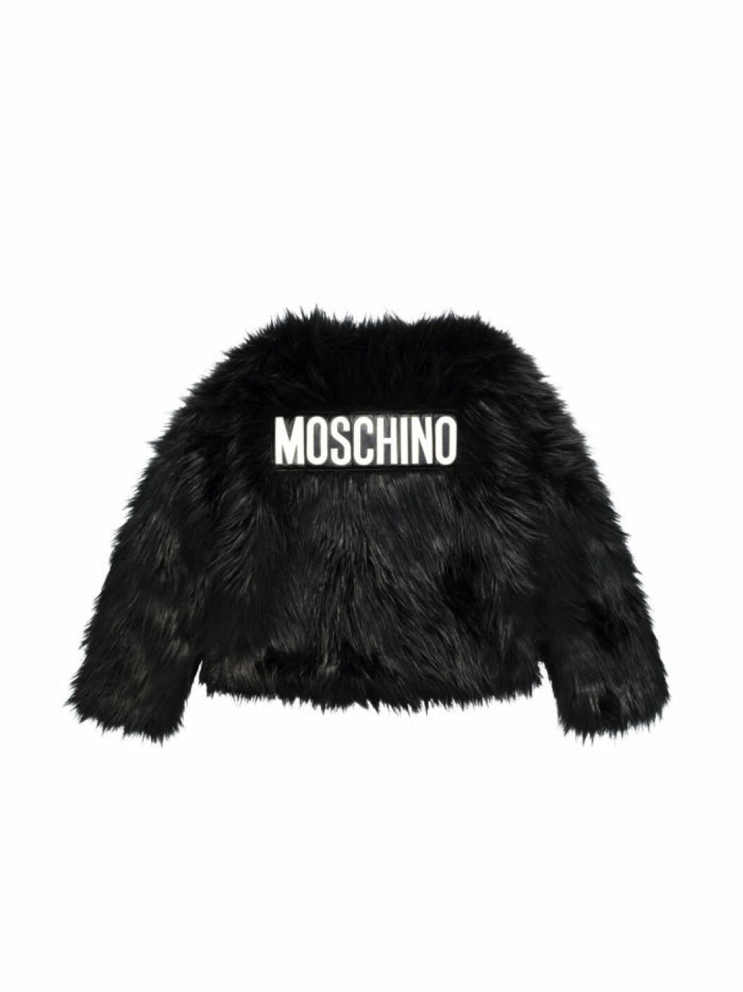 Svart kort fuskpäls med Moschino-logo på ryggen Moschino [tv] H&M