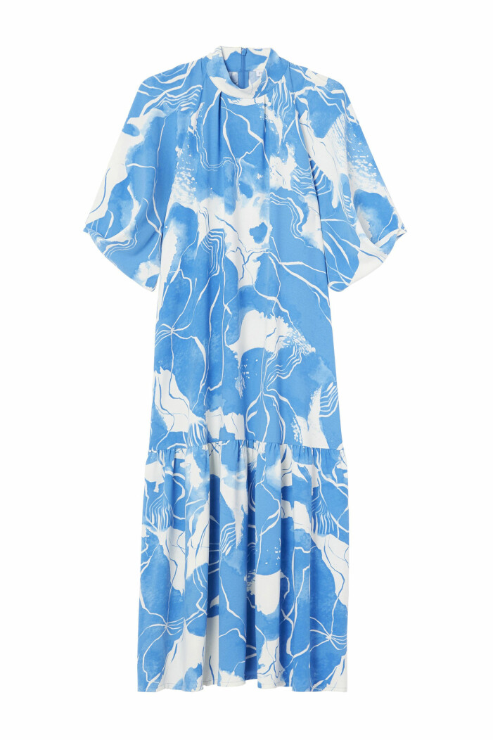 Mönstrad klänning i blått och vitt mq marqet