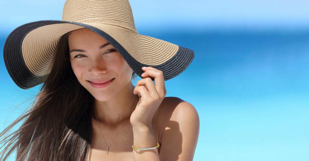 Kvinna i solen. 5 vanliga myter om solskydd.