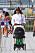 Naomi Campbell med barnvagnen