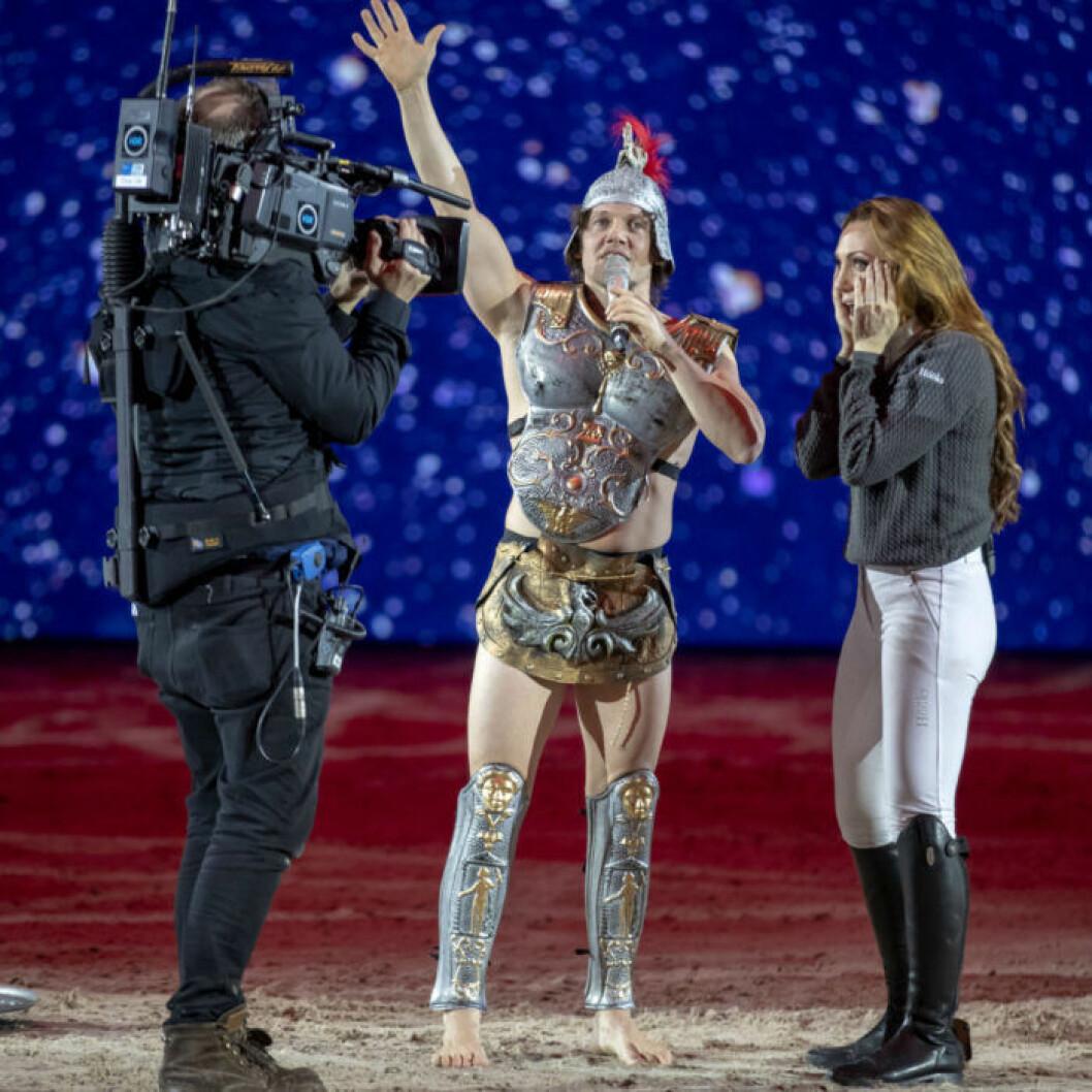 Nassim Al Fakir friade till Lina Hedlund på en hästshow.