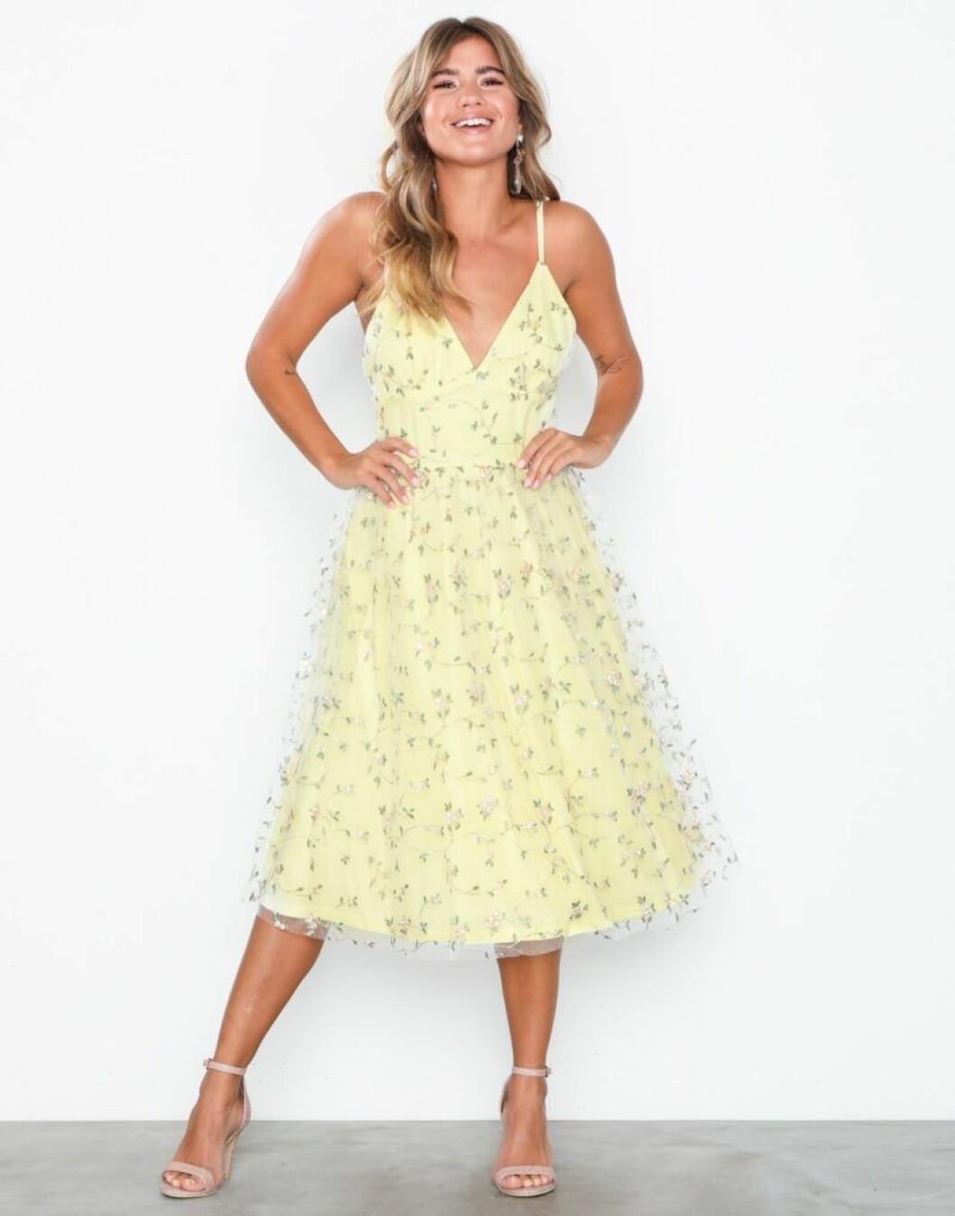 Gula klänningar