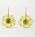 Örhängen i guld med diamanter och ädelstenar. Örhängena är formade som gula blommor med en grön sten i mitten. Örhängen från Irene Neuwirth.