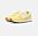 Gula sneakers med snörning och vit logga på sidan. Sneakers från New balance.