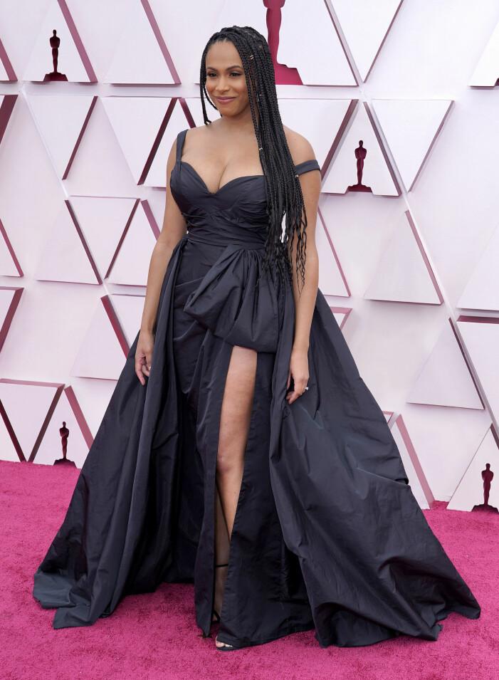 Nicolette Robinson på röda mattan på Oscarsgalan 2021