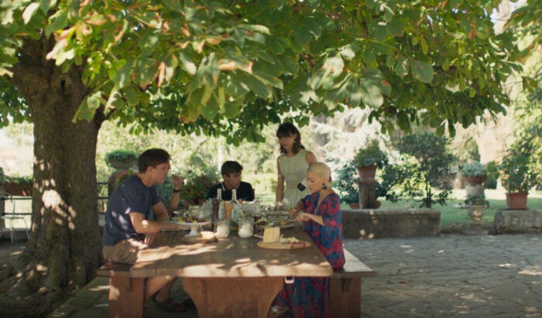 Marianne har middag i Italien