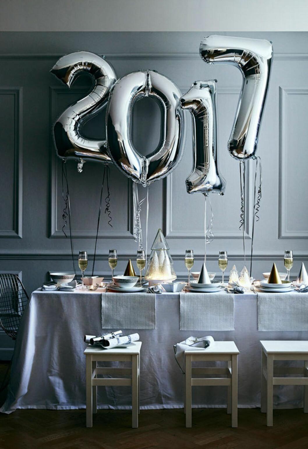 Nyårsfest med ballongsiffror hos Sainsbury's Home
