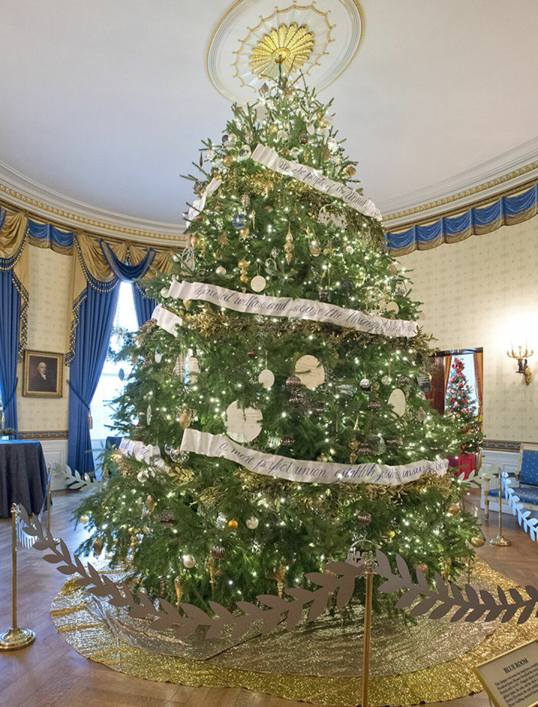 "The 2016 White House Christmas decorations are previewed for the press at the White House in Washington, DC on Tuesday, November 29, 2016. Pictured is the Official White House Christmas Tree in the Blue Room. The first lady's office released the following statement to describe those decorations, ""This year?s holiday theme, 'The Gift of the Holidays,' reflects on not only the joy of giving and receiving, but also the true gifts of life, such as service, friends and family, education, and good health, as we celebrate the holiday season."" Credit: Ron Sachs / CNP - NO WIRE SERVICE - Photo: Ron Sachs/Consolidated/dpa (c) DPA / IBL BildbyrÂ"