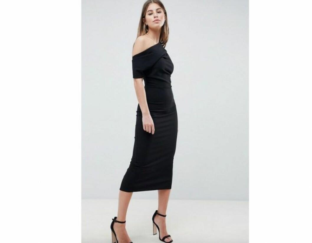 One shoulder svart klänning