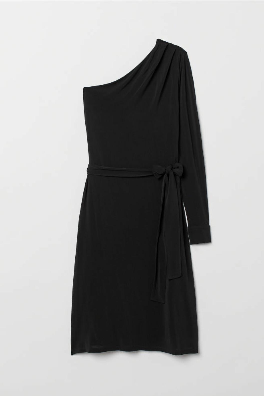 One shoulder klänning