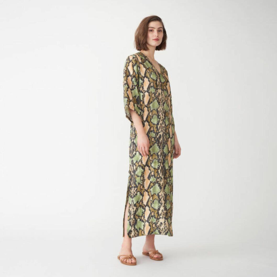 Långklänning i ormskinnsmönster från Wera