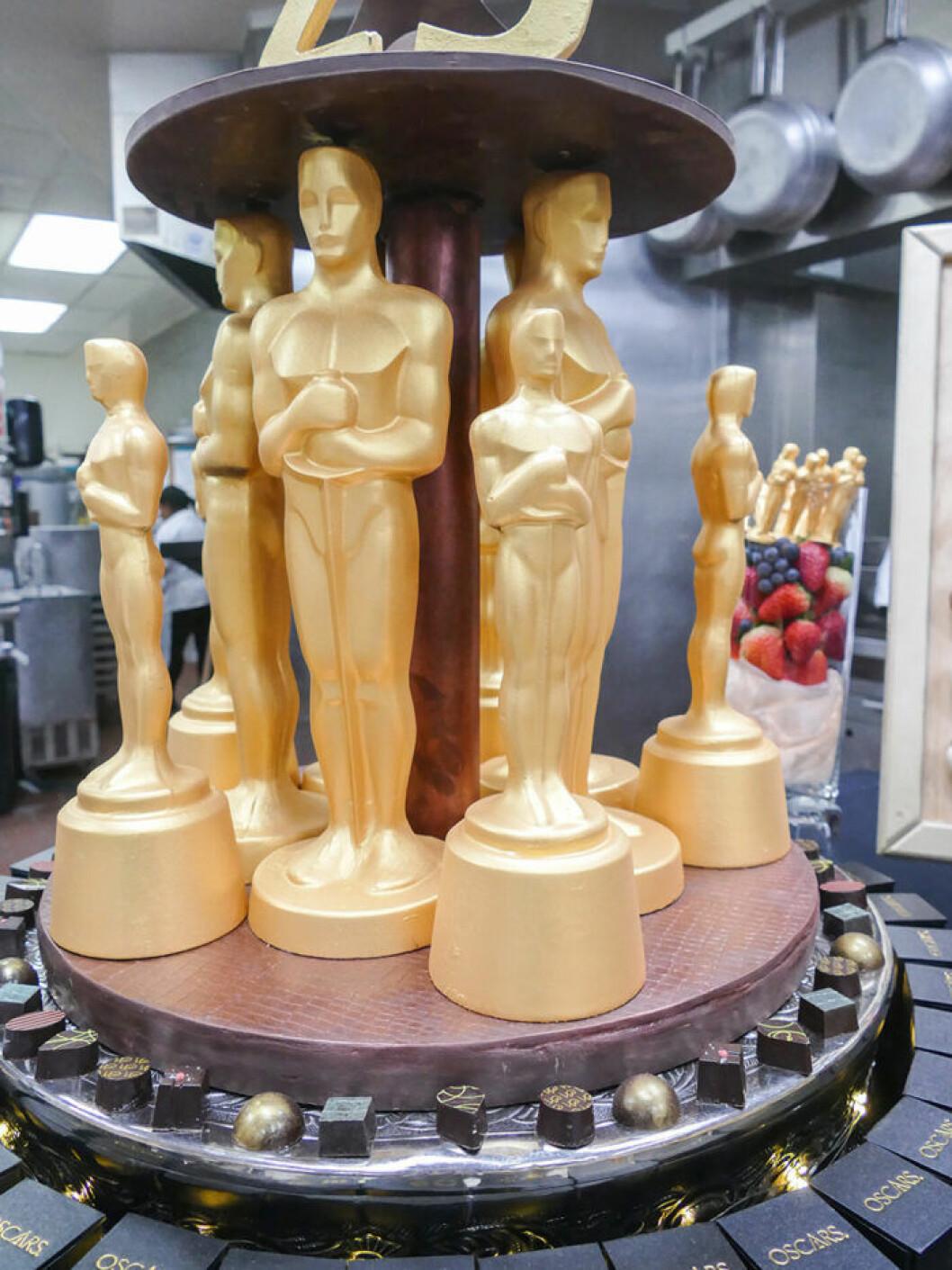 Oscarsstatyetter i choklad pudrade med 25 karat guld.